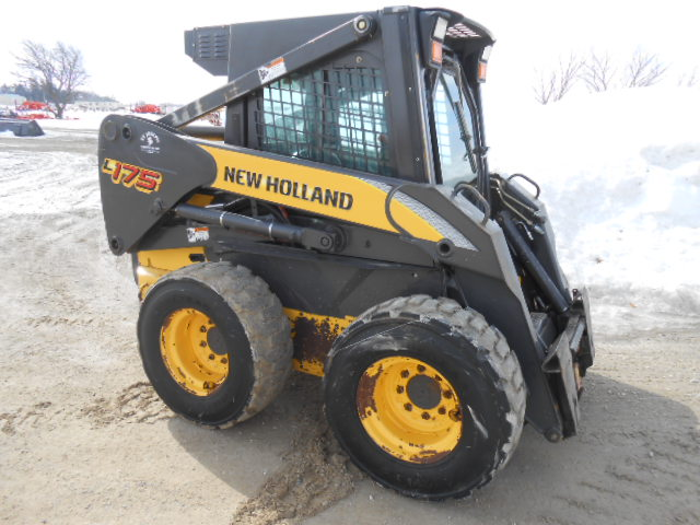 2007 New Holland L175 Skid Steer Loader