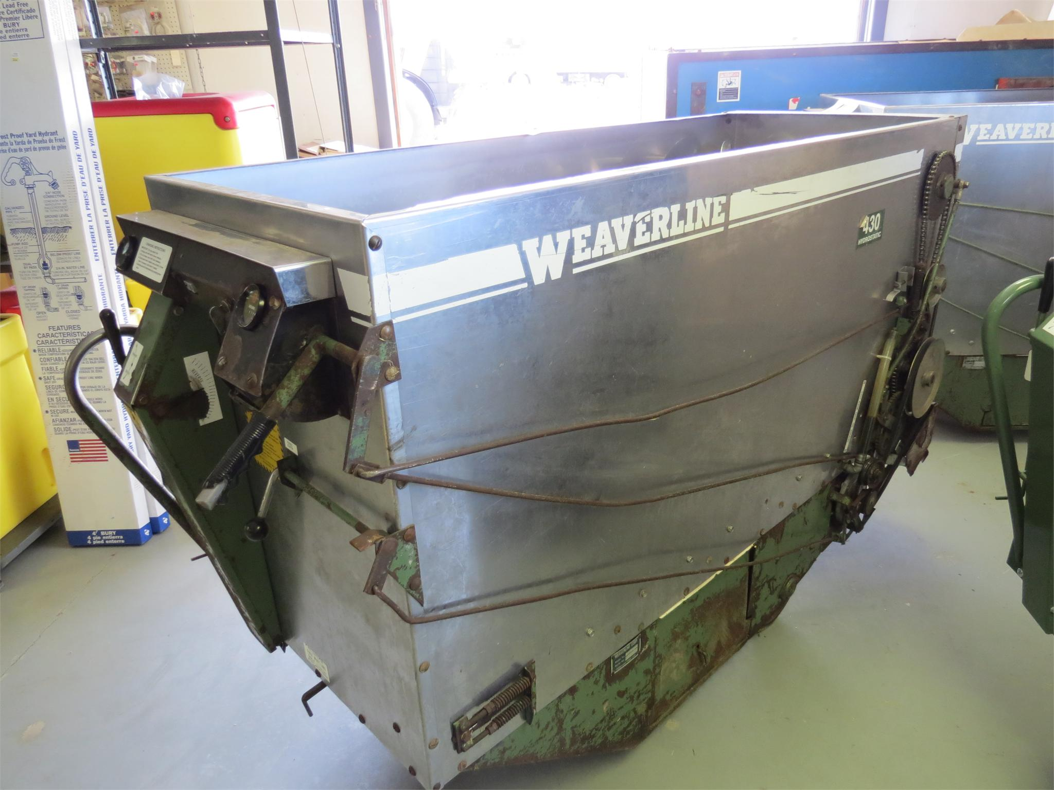1998 Weaverline 430 Feed Wagon