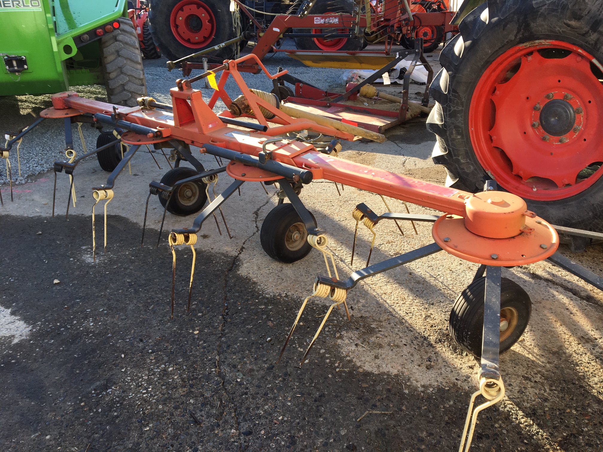 Vicon 500 Tedder for sale in Abbotsford, BC | IronSearch
